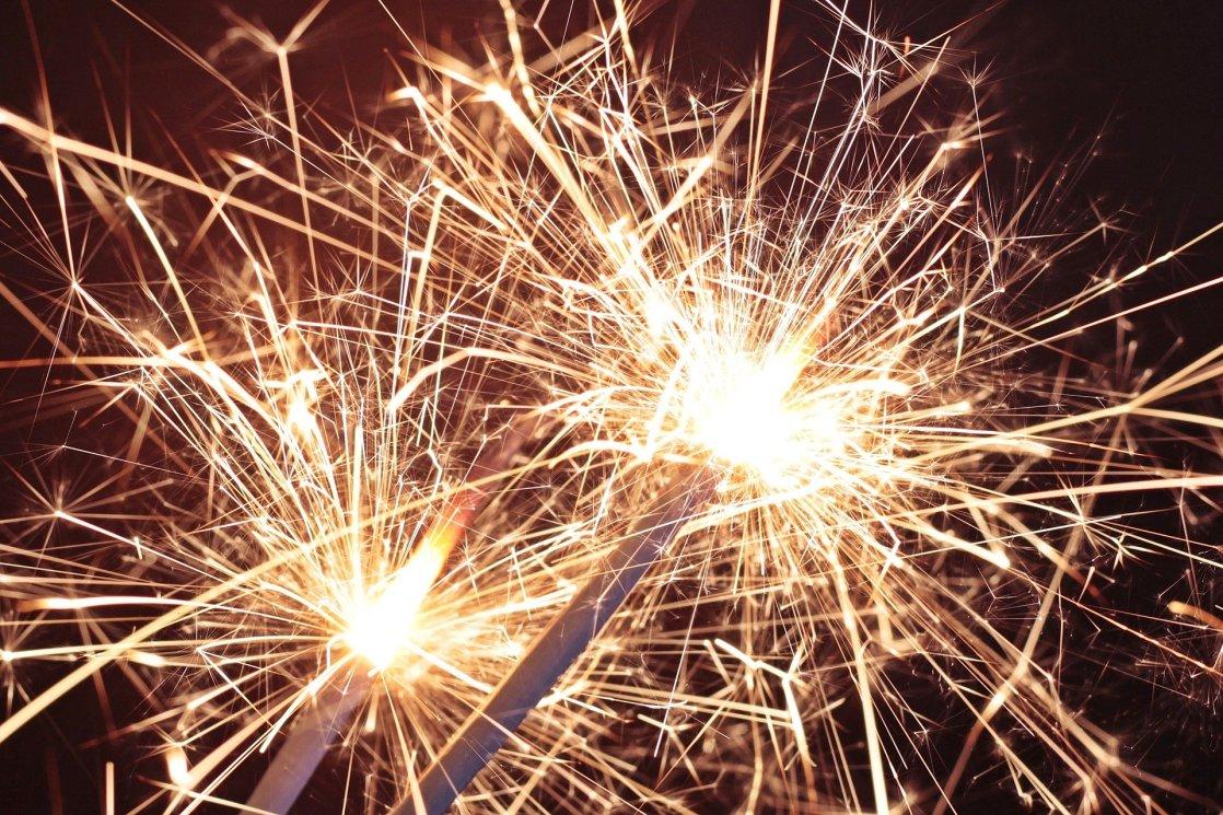 sparkler-3897468_1920