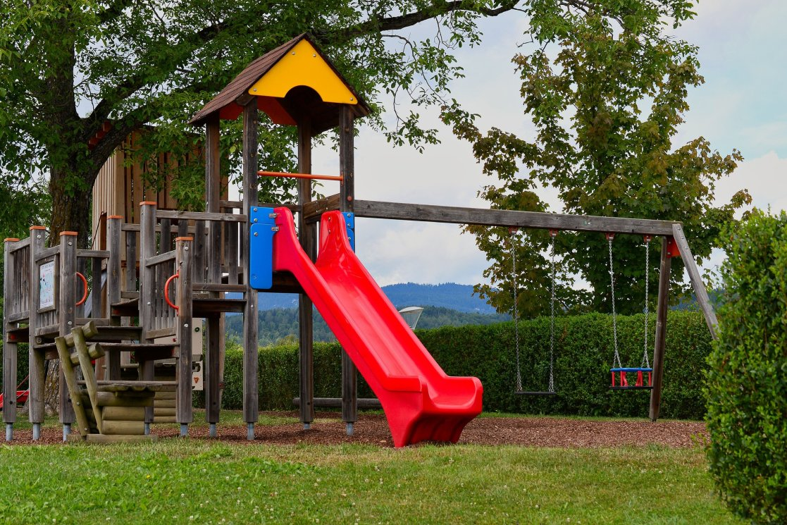 playground-4368872_1920